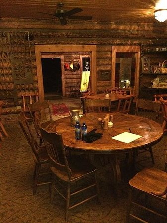 Medicine Bow Lodge: The cozy interior of the lodge