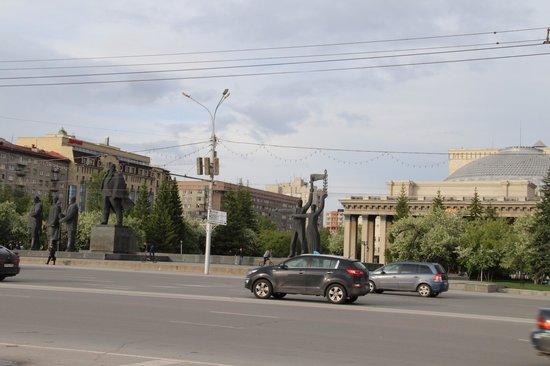 Tsentralnaya Hotel: Рядом с отелем театр оперы