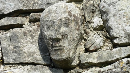 Cappabhaile House: stone head on temple cronan