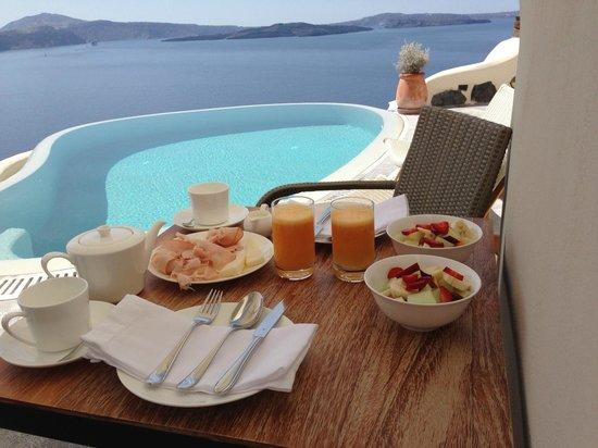 Pezoules: Breakfast = Heaven