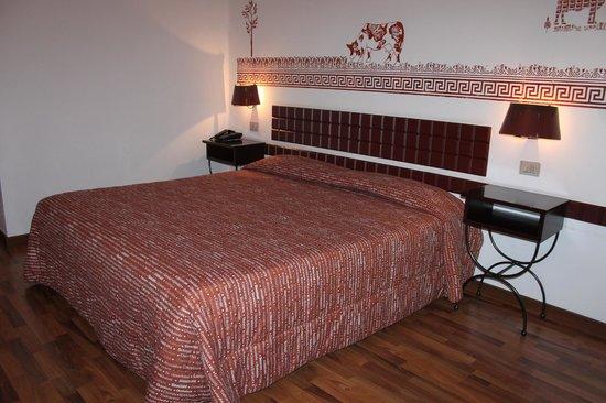 Etruscan Chocohotel : La camera col gustoso letto