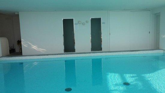 Hotel Marina Riviera: La piscina, piccola ma comodissima