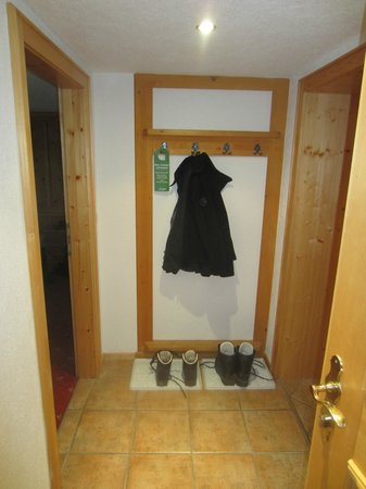Pension Faneskla: the hall way in the nescharina (apartment)