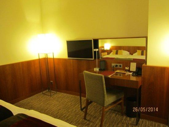K+K Hotel Maria Theresia: кабинетная зона в номере