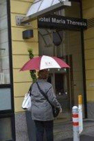 K+K Hotel Maria Theresia: в дождь можно воспользоваться фирменным зонтиком отеля