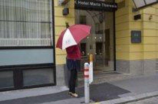 K+K Hotel Maria Theresia: фирменный зонтик отеля