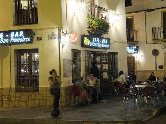 Stimmungsvolles ambiente am abend fotograf a de bodega bar restaurante san francisco ronda - Bares en ronda ...