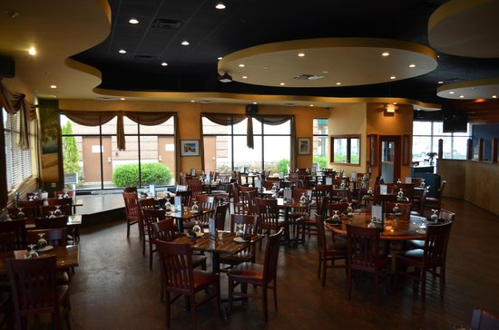 Nick's Taverna: dining room