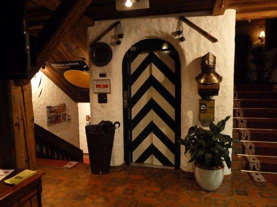 Swiss-Chalet Lodge: interno