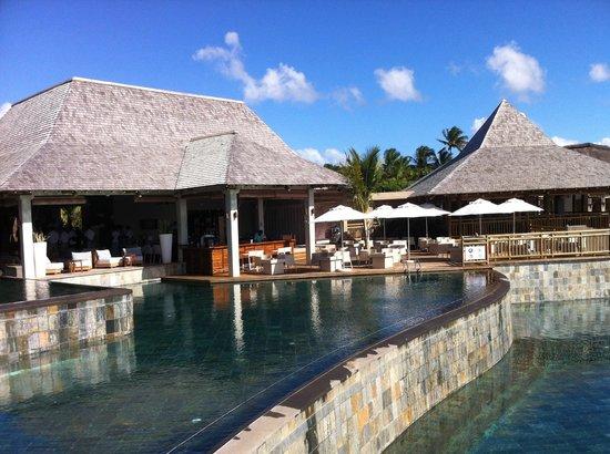 Zilwa Attitude: Bar vers la piscine