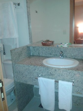 Atlantico Business Centro: banheiro com tudo oq vc precisa