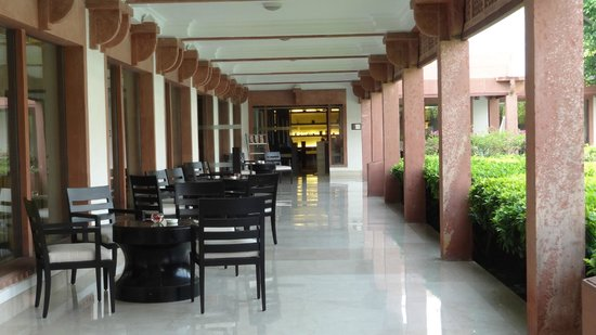 Trident, Agra: Outside seating area