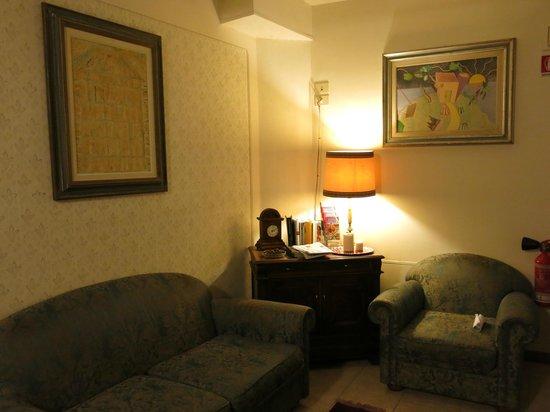 Hotel Balcony: Уютный уголок отеля