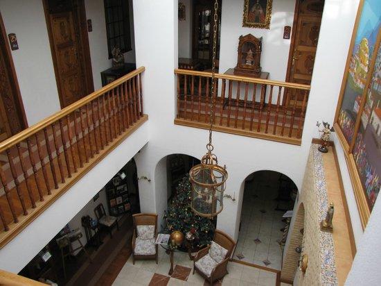 Open lobby in courtyard - Hotel El Relicario del Carmen