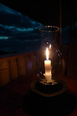 El Lagarto: candle on the table