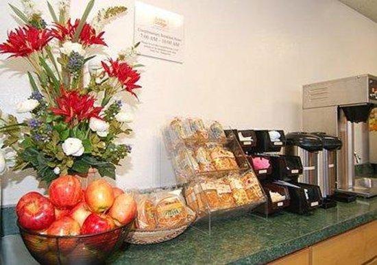 Econo Lodge Airport: Breakfast