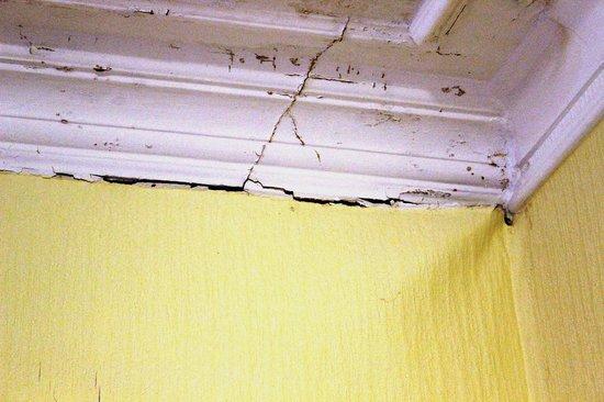 Strathpeffer, UK: Bedroom ceiling corner