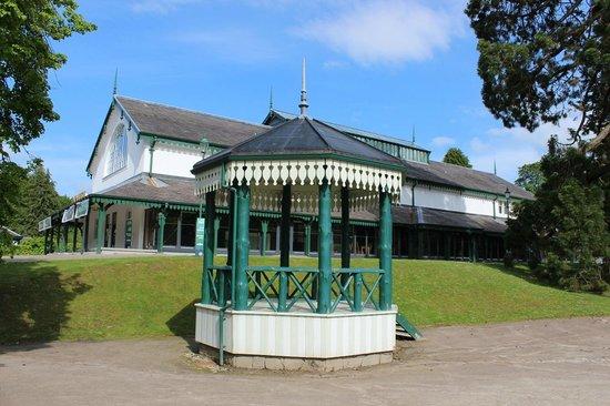 Bay Highland Hotel: The nearby Pavillion