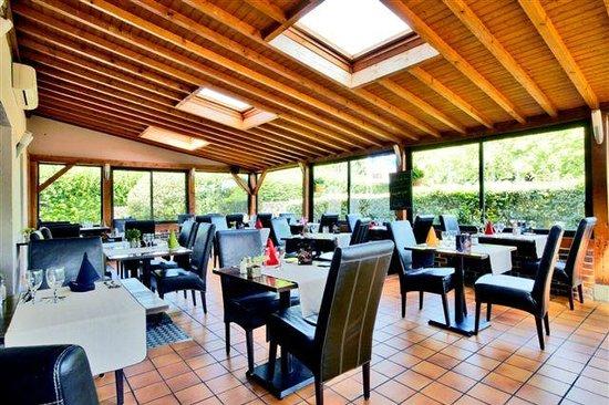 Kyriad Evreux - La Madeleine : Salle de restauration