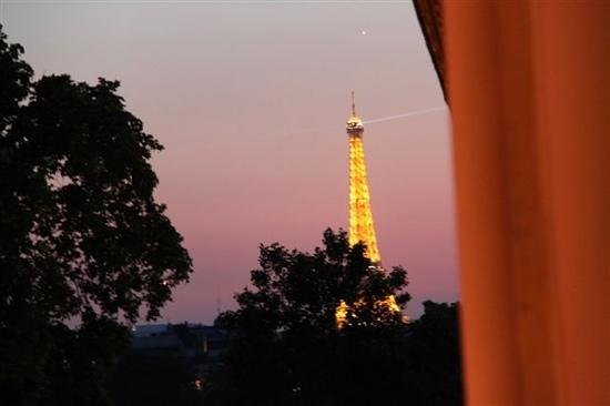 Hotel Elysa Luxembourg : view out of our window, can see luxembourg gardens are that close.