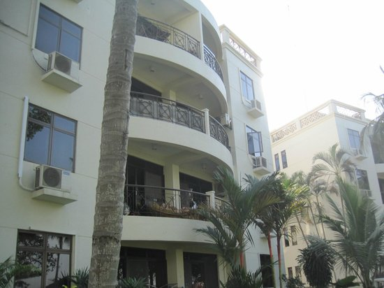 Riverside Serviced Apartments: so looks the apartments buildings