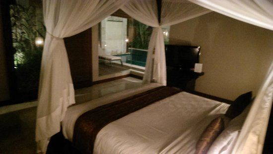 Bhavana Private Villas: comfortable bed with good air-con