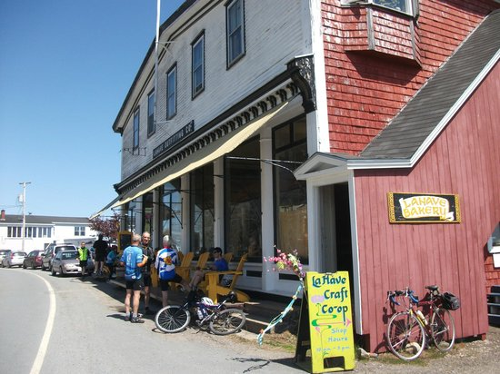 LaHave Bakery: Exterior