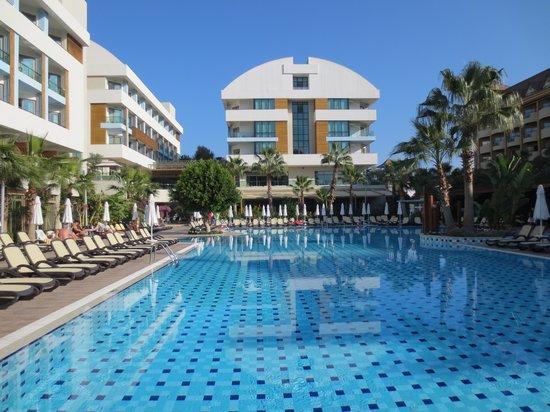 Port Side Resort Hotel: Dieses ist ein Foto von November 2013 Port Side mit Pool
