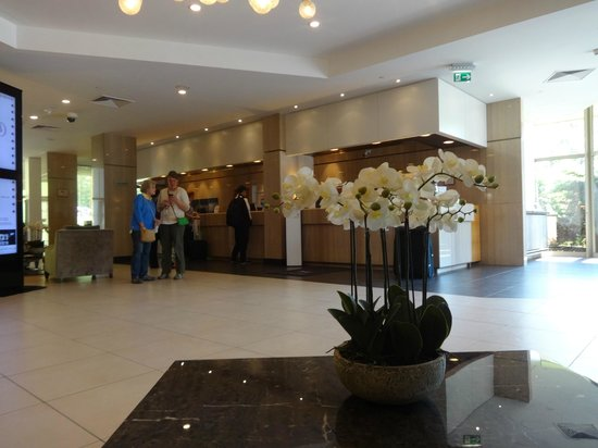 DoubleTree by Hilton Luxembourg: front desk