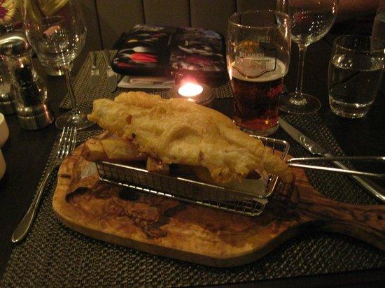 Macdonald Holyrood Hotel: yummy fish n chips