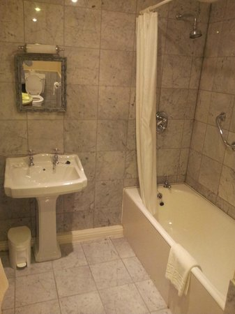 Rosleague Manor Hotel: Bathroom