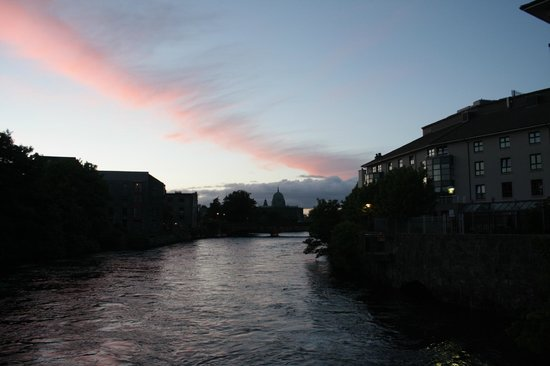 Jurys Inn Galway: The hotel is there on the right... and this is the awesome view!
