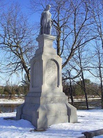 Penacook, NH: statue