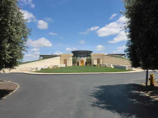 Opus One Winery: Opus Oneの建物