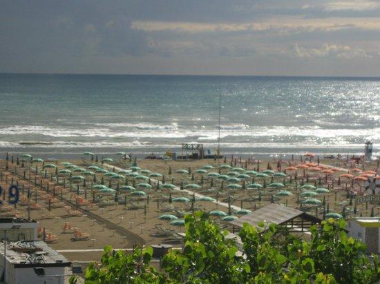 Bellevue Hotel: пляж.вид из окна