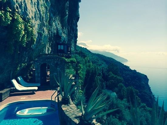 La Grotta dei Fichi: view from the pool towards the main villa area.