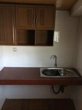 Vimean Sovannaphoum Resort: kitchen?  6 foot ceiling