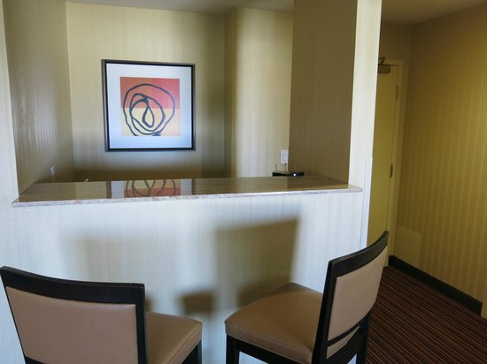 Holiday Inn Express Suites Belmont: bar area, room 304