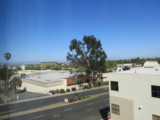 Holiday Inn Express Suites Belmont: View from Room 304 to El Camino