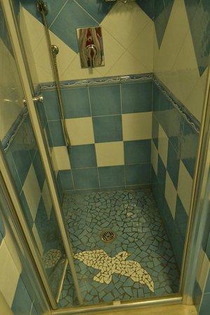 Hotel Gabbiano: Baño de la habitación