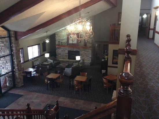 AmericInn Lodge & Suites Ft. Collins South: Hotel lobby and overflow breakfast area