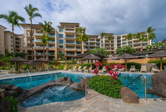 Montage Kapalua Bay: The pool is a maze of hidden lagoons, and plunge falls.
