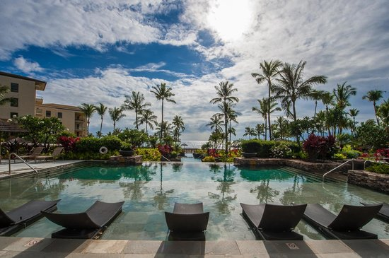 Montage Kapalua Bay: The top serenity pool in the main courtyard.