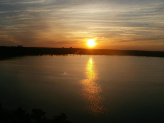 Blue Heron Beach Resort: sunrise over lake Bryan