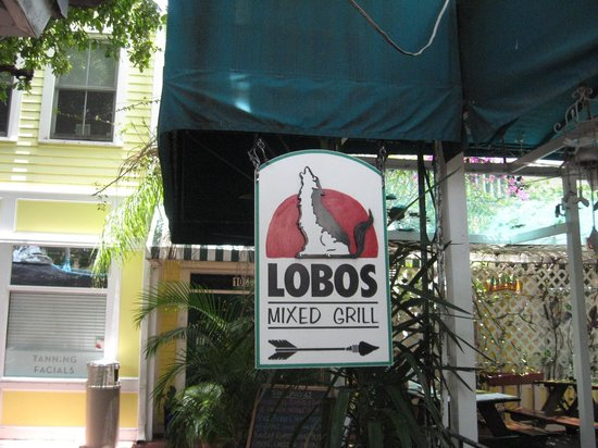 Lobo's Mixed Grill: Entrance and signage