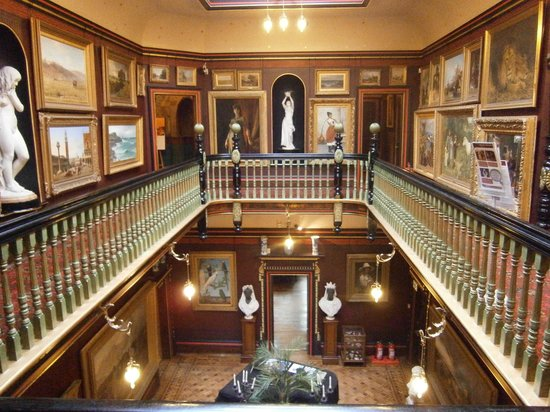 Russell-Cotes Art Gallery & Museum: View of upper landing