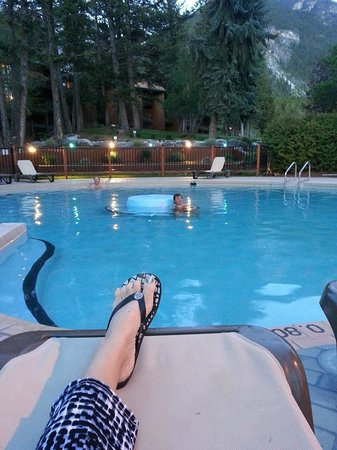 Fairmont Hot Springs Resort: resort hot springs pool