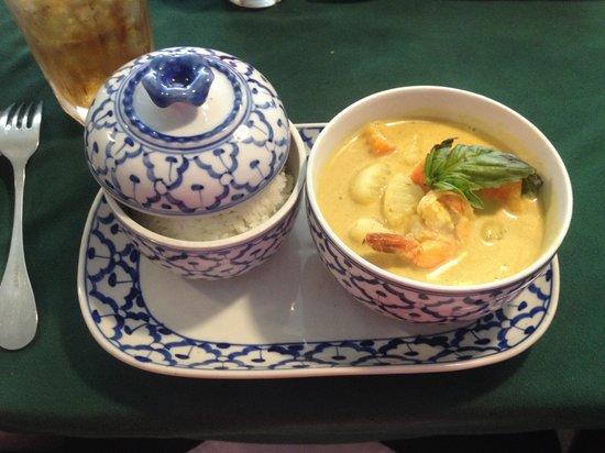 Jutamas Thai Restaurant: Yellow Curry with Shrimp