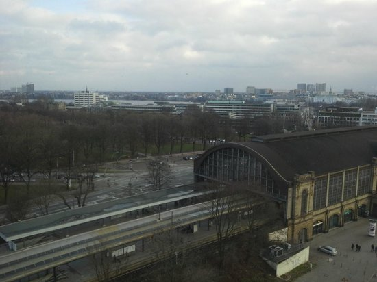 Radisson Blu Hotel, Hamburg: view of the Dammtor station from 7th floor