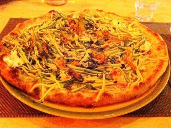 Vecchiano, Italien: Pizza con zucchine alla julienne